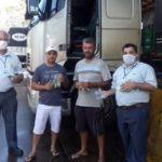 Ação realizada no Auto Posto Rodeio, entrega de kits banho e frascos de álcool em gel 70%.