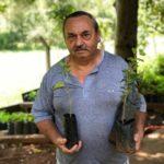 Sr. José Alberto, faz questão de ajudar o meio ambiente e veio buscar suas mudas de árvores frutíferas.