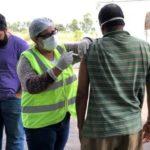 Equipe da Vigilância Epidemiológica de Bebedouro aplicando vacina contra gripe H1N1.
