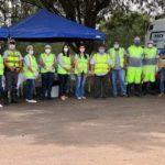Equipe da TEBE, SOS Rodovias, Vigilância Epidemiológica de Bebedouro e o Sargento PM Márcio da Polícia Militar Rodoviária, durante a ação.