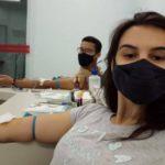 Durante a doação: Raquel Araújo e Daniel Pereira.