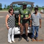 Ouvintes da Rádio Nova, Thiago e Altamir, também abraçaram a campanha e vieram buscar mudas de árvores frutíferas.