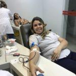 Durante doação, a colaboradora Amanda Belizário.