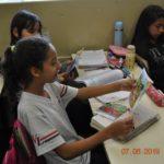 Alunas receberam os gibis e já se concentraram na leitura.