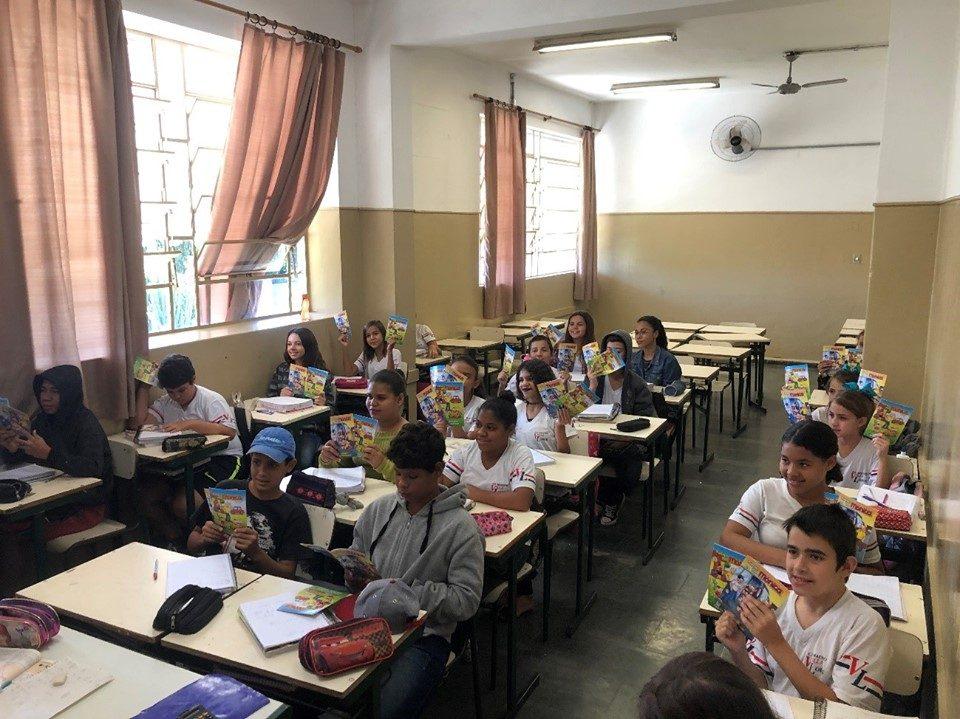 Alunos do 6º ano da E. E. Maestro Villa Lobos em Pirangi receberam a campanha Projeto Trânsito Seguro