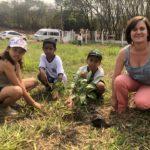 Ana Julia, Davi e Vitor, foram orientados pela gerente de gestão ambiental da TEBE, Marilei Alves.