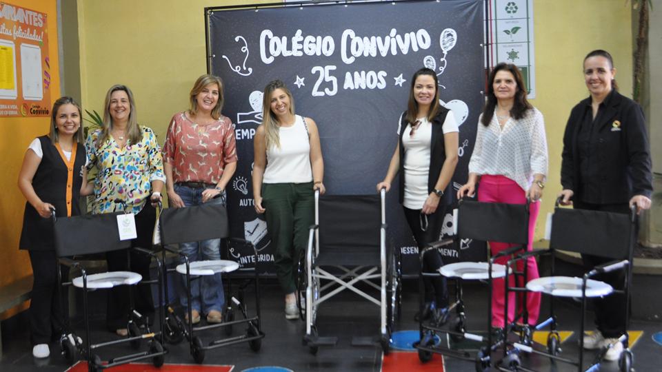 TEBE entrega cadeira de rodas e cadeiras de banho para Colégio Convívio em Bebedouro