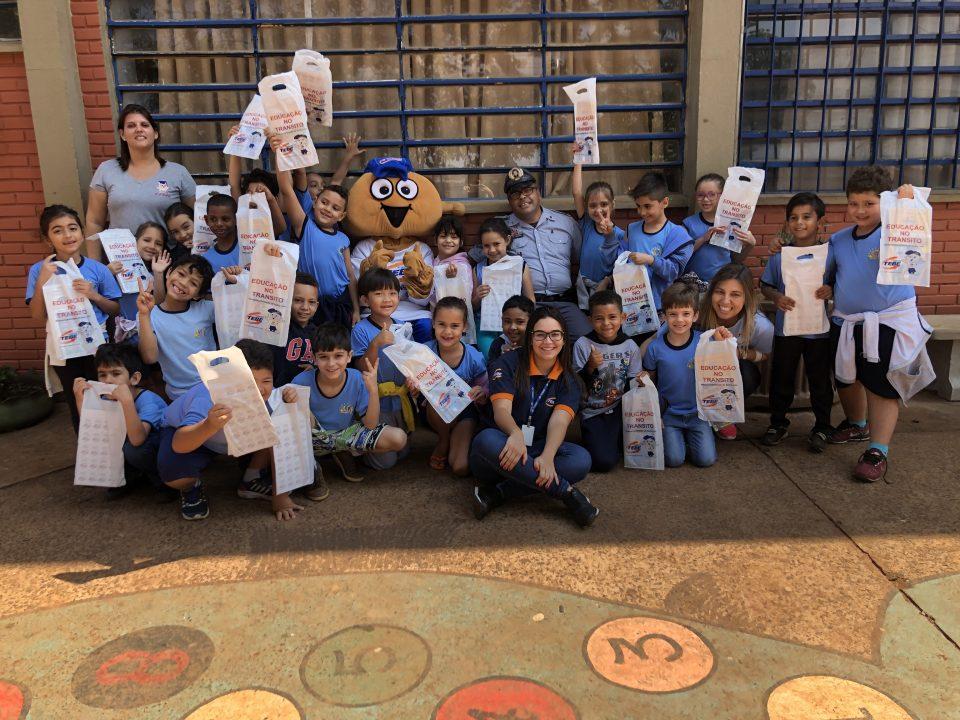 """TEBE leva para EMEF Yolanda Carolina Giglio Vilela de Bebedouro o Projeto """"Educação no Trânsito"""""""