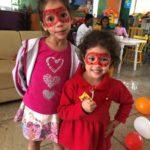 Ana Clara e a pequena Celina se divertiram com a pintura facial.