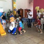 Crianças correram para abraçar o mascote TEBINHO.