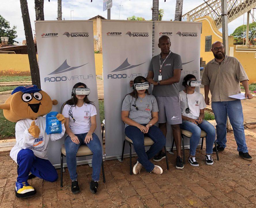 TEBE e Secretaria Municipal da Educação e Cultura levam Rodovírtua – óculos de realidade virtual da ARTESP para alunos e moradores de Colina